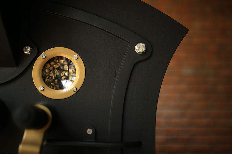 Hương vị cà phê rang từ đôi bàn tay phép thuật của người thợ rang