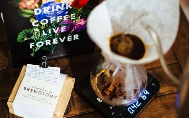 """""""Cà phê Làn sóng Thứ ba"""" là gì và Nó khác với Đặc sản như thế nào?"""